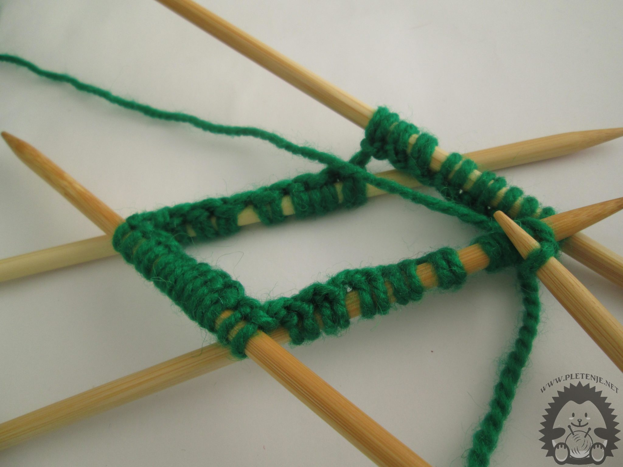 knitting in a circle with five needles-